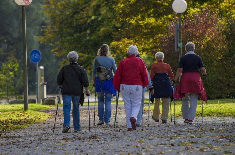 tips help elderly you react to people with patience